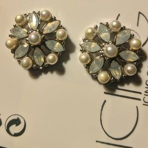 NWT Pearl Flower Stud Earrings